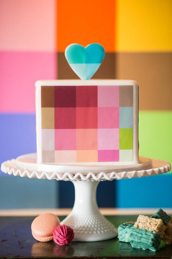 bolo-quadrados-coracao-cores
